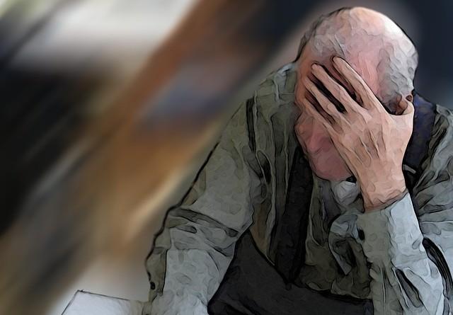 Residencia_de_ancianos_durmiendo_cabezada