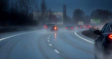 accidente en carretera con lluvia-highway-3865291_1920